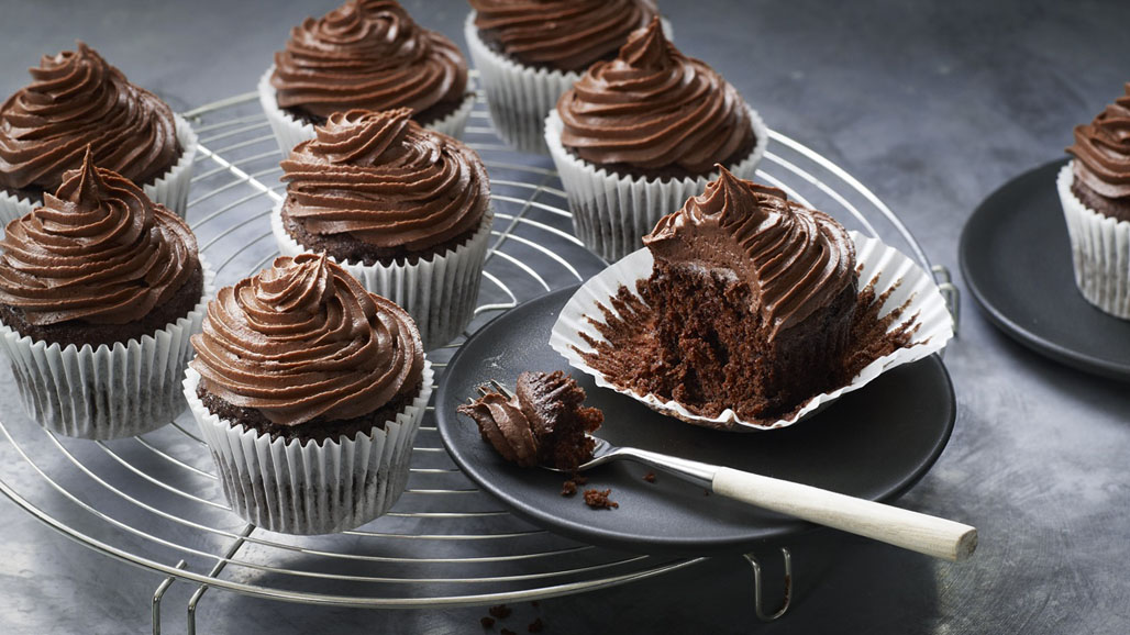 http://www.smokingchimney.com/recipe-pages/images/16x9/Chocolate-Cupcake-319x400.jpg