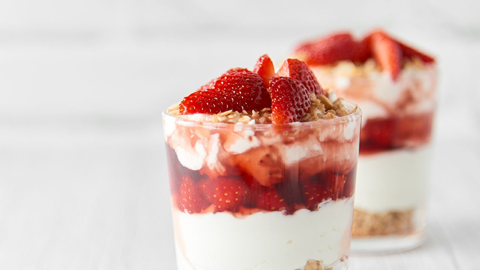 http://www.smokingchimney.com/recipe-pages/images/16x9/Summer-Berrry-Christmas-Triffle-700x373.jpg