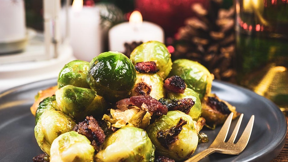 https://www.smokingchimney.com/recipe-pages/images/16x9/brussels-sprouts-with-bacon.jpg
