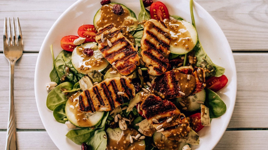 https://www.smokingchimney.com/recipe-pages/images/16x9/cajun-chicken-salad-image.jpg