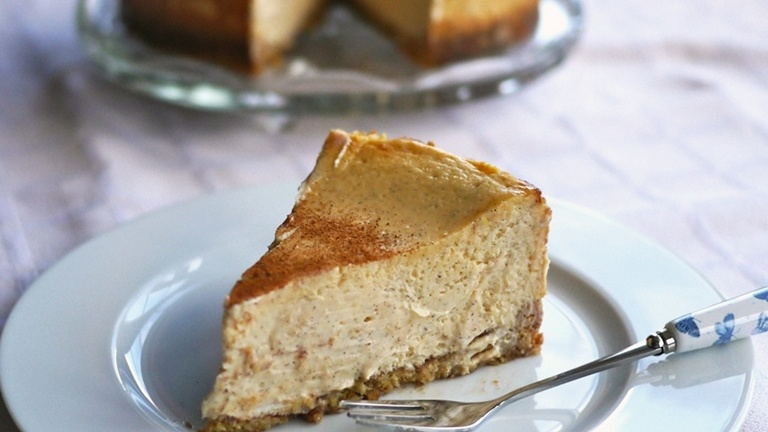 https://www.smokingchimney.com/recipe-pages/images/16x9/cinnamon-cheesecake.jpg