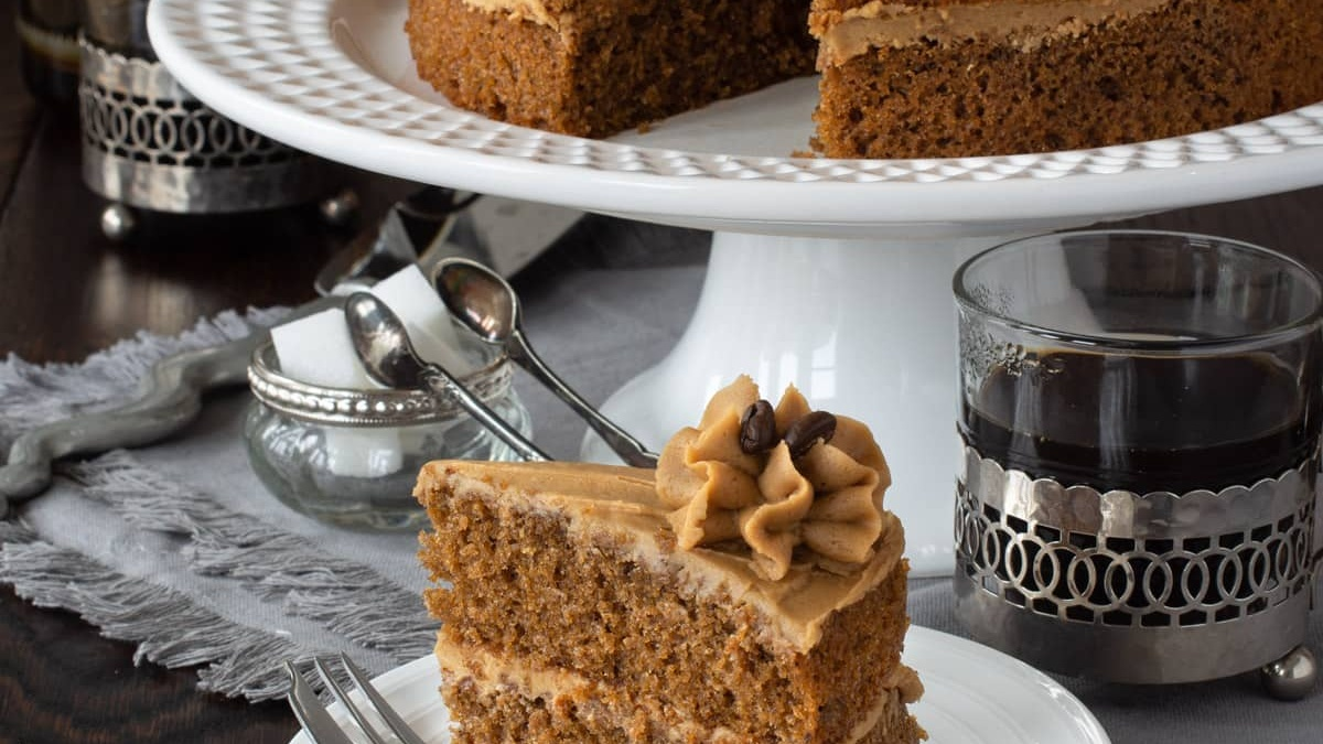 https://www.smokingchimney.com/recipe-pages/images/16x9/coffee-cake-with-caramel-and-cream.jpg