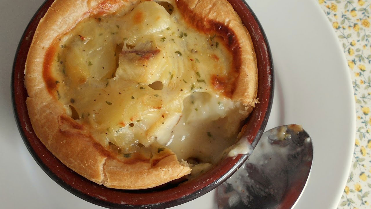 https://www.smokingchimney.com/recipe-pages/images/16x9/cream-fish-pie-with-choux-pastry.jpg