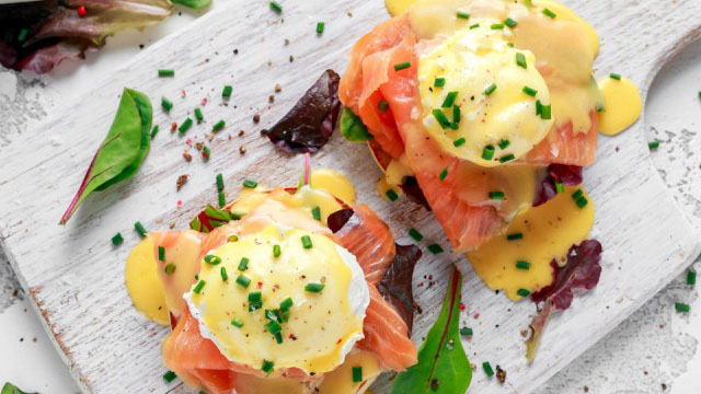 https://www.smokingchimney.com/recipe-pages/images/16x9/eggs-benedict-with-smoked-salmon.jpg