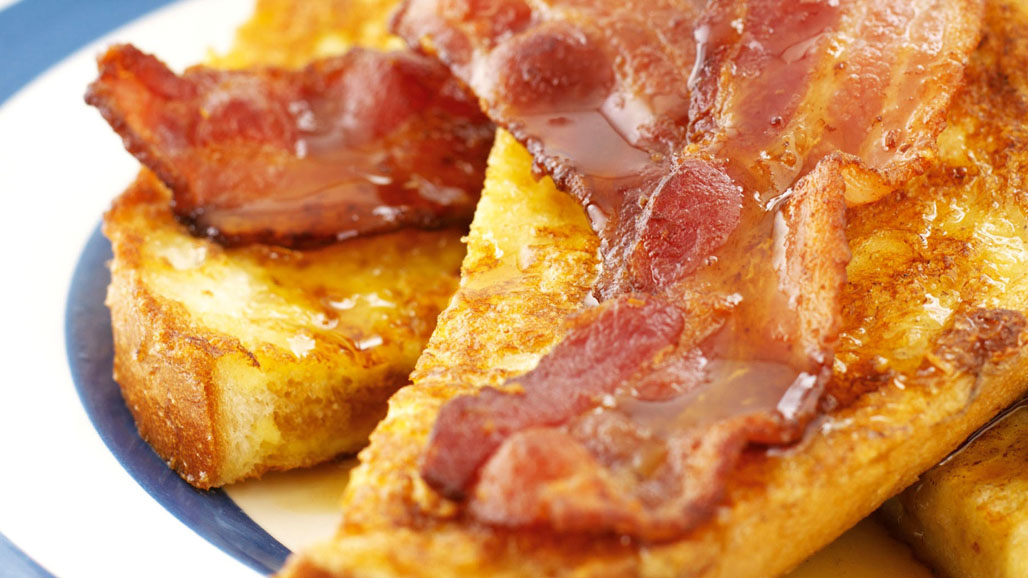 https://www.smokingchimney.com/recipe-pages/images/16x9/french-toast-with-bacon-maplesyrup-and-apple.jpg